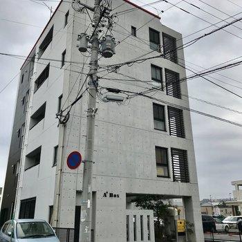 花畑駅からすぐそこの、コンクリートがかっこいいマンション