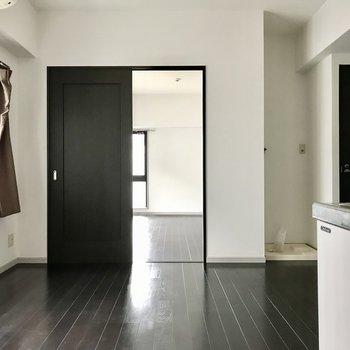 洋室とはしっかりとした扉で仕切られています