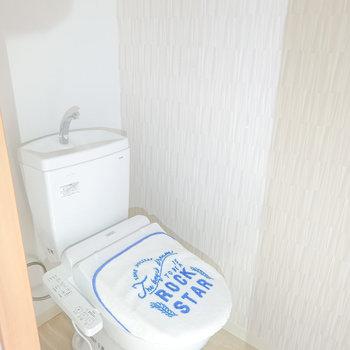 トイレにはウォシュレット付き。機能性が良いとやっぱり嬉しい。(※写真は2階の同間取り別部屋、モデルルームのものです)