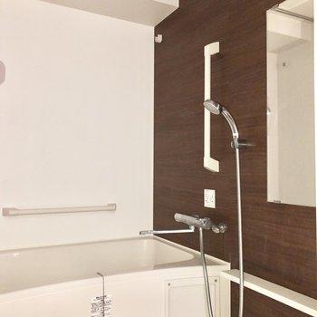 浴室乾燥が付いています◎※通電前のためフラッシュを使用しています。