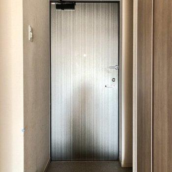 お部屋の雰囲気と合わせた色味の玄関です。