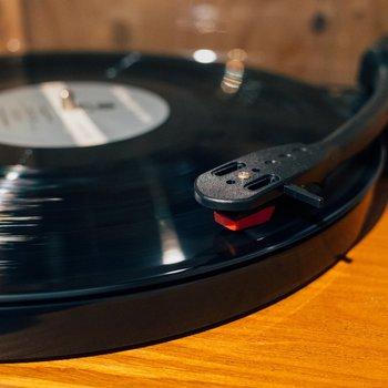 お気に入りのレコードをかけましょう