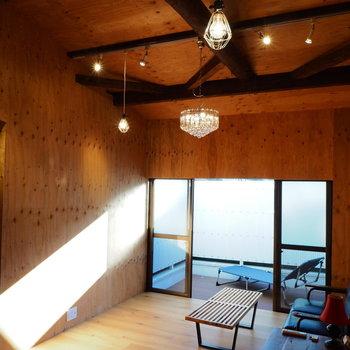 天井が高くて開放感のある空間
