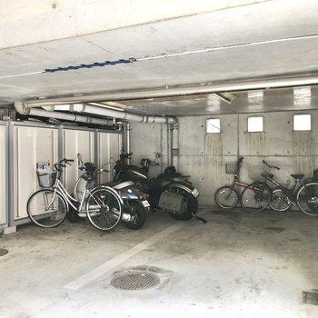 駐輪場やバイク置き場も完備されていますよ。
