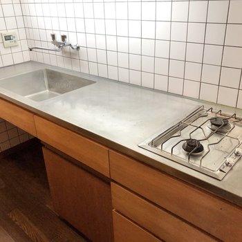 調理スペースがしっかり確保されたキッチンです。