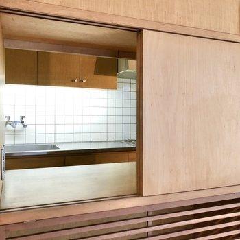 あら、キッチンがちらりと見えました。