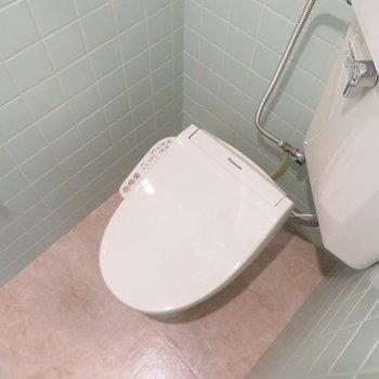 温水洗浄便座も付いています