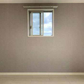 空を切り取って額縁にいれたような窓がステキ!