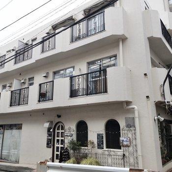 真っ白の建物なんですね〜晴れの日は藤沢の空に映えます!