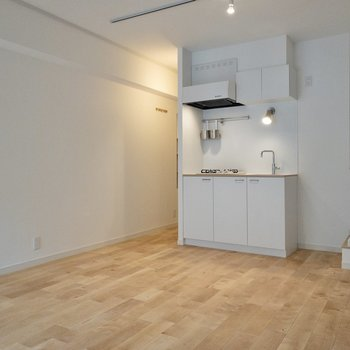 キッチンは上部にも収納があります。