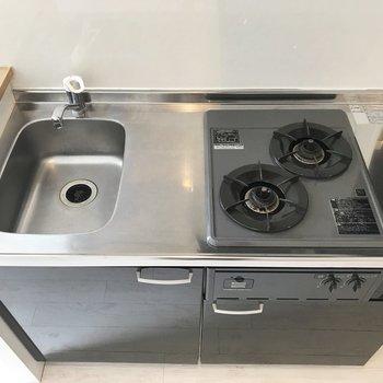 コンパクトなシステムキッチン!自炊のやる気が出ますね。