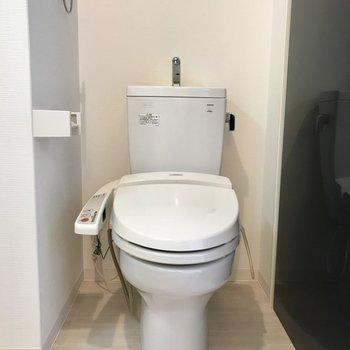 トイレは狭め。