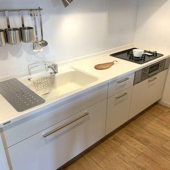 キッチンは広々!調理スペースもばっちり。