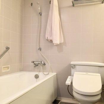 その横にはトイレとお風呂が。