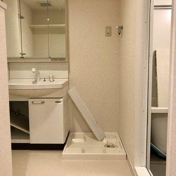 水回りは1スペースにまとまってます。※写真は2階の同間取り別部屋、クリーニング中のものです。
