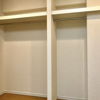 キッチン横に大きなクローゼットあります!※写真は2階の同間取り別部屋のものです