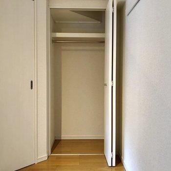 寝室にも収納ありますよ!※写真は2階の同間取り別部屋のものです