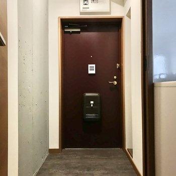 玄関は土間部分ひろめで靴もそのまま並べておけそう◯