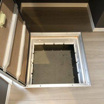 【洋室】床下収納もあります