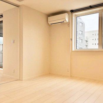 【LDK】お部屋ごとにエアコンがありますよ。