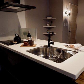 調理スペースだけでなく、カウンターもあります。