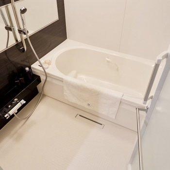 足も十分に伸ばせるくらいの浴槽で体をしっかり休ませて。