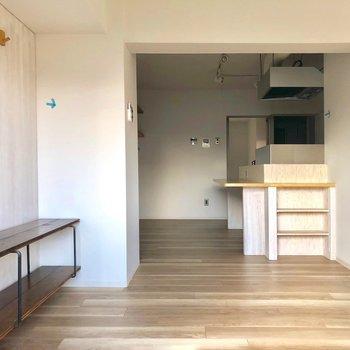 左の棚には、テレビを置こうかな。※写真は3階の同間取り別部屋、クリーニング前・通電前のものです