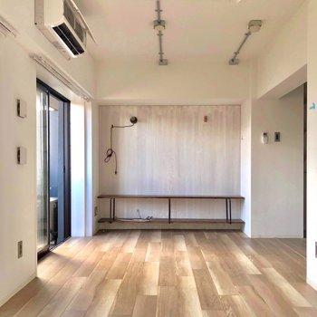 床がステキ◎※写真は3階の同間取り別部屋、クリーニング前・通電前のものです
