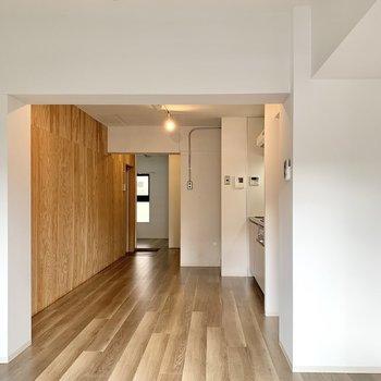 【LDK】リビングは仕切りがないので、開放感があります。※写真は1階の同間取り別部屋のものです