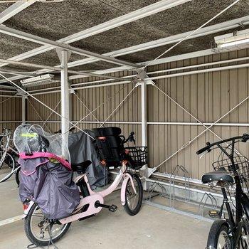 屋根付き駐輪場で、自転車が汚れにくいのはいいですね。