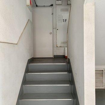お部屋までは少し階段があります。