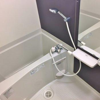 浴室乾燥機付きのバスルーム