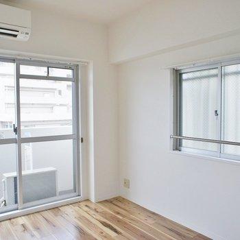 小窓が◎。※写真は3階の同タイプのお部屋のもの