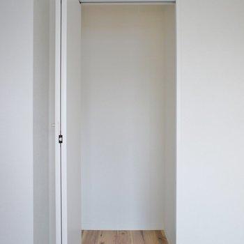 収納は少ないです。※写真は3階の同タイプのお部屋のもの