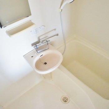 洗面お風呂が同室です。※写真は3階の同タイプのお部屋のもの