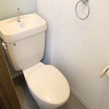 トイレはシンプルですがフォルムがかわいいです◎