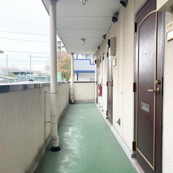 共用廊下は少しレトロ。