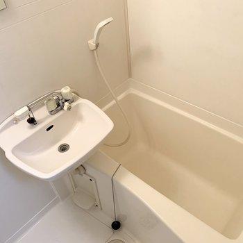 浴室は2点ユニット。