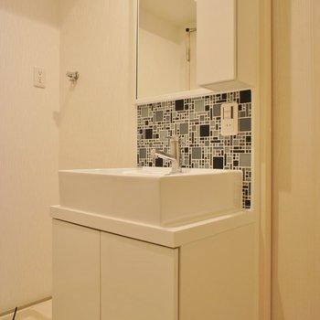 お洒落な洗面台がお気に入り!。※写真は2階の同タイプのもの