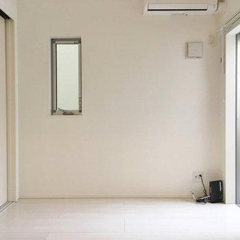 お隣の洋室。各部屋とっても明るいです♡
