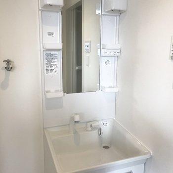きれいなシンプル洗面台!※写真は前回募集時のもの