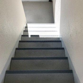 2階までは階段です。このくらいなら平気ですね!