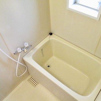 浴室には窓がありますよ〜※写真は前回募集時のものです