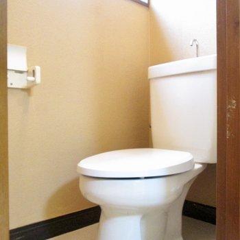 トイレにも小窓があるので換気も◯※写真は前回募集時のものです