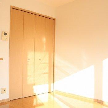7.5帖の広さがあるリビング※写真は4階の反転間取り別部屋のものです