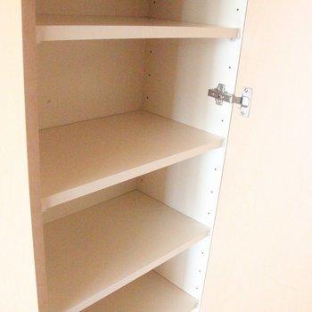 玄関にはシューズボックスを完備※写真は4階の反転間取り別部屋のものです