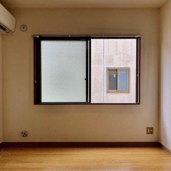 窓が多いと明るいですね