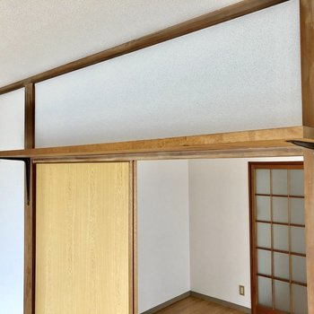扉の上にも収納スペース