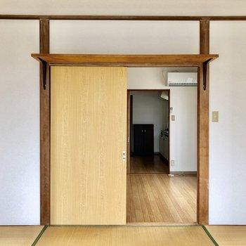 和室の向こうには洋室が見えますね