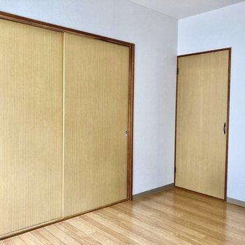 洋室の扉を閉めるとこんな感じ